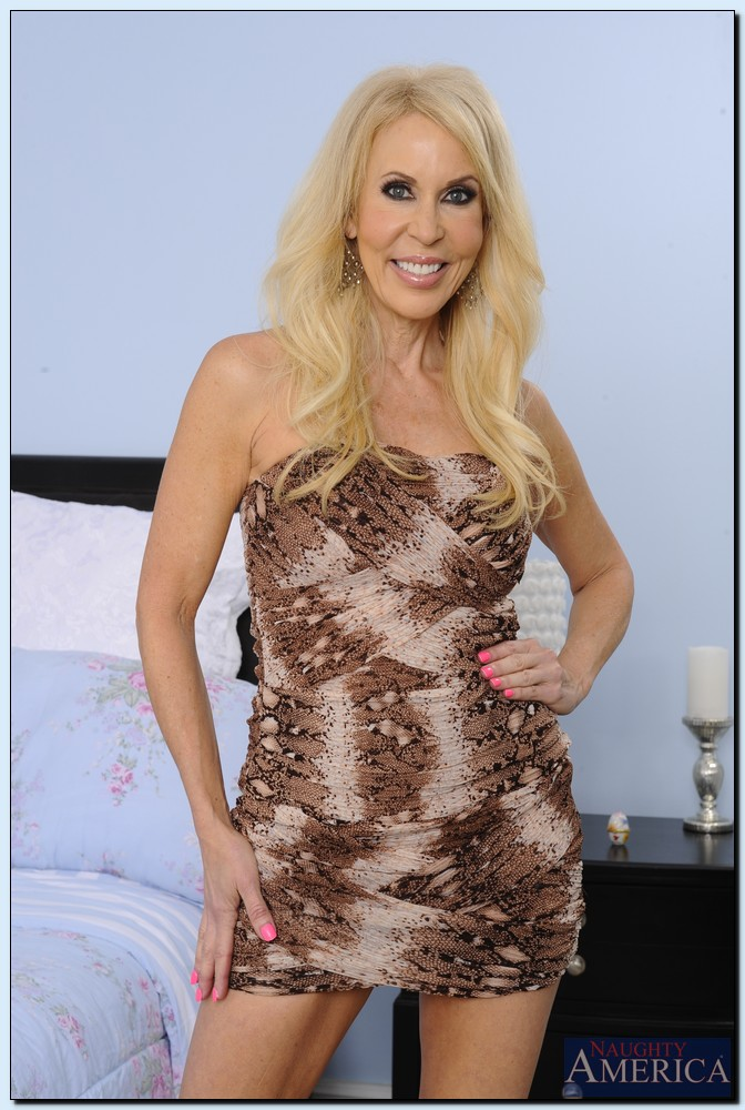 Smiley mature blonde with long slender legs gets rid of her fancy dress  1282171