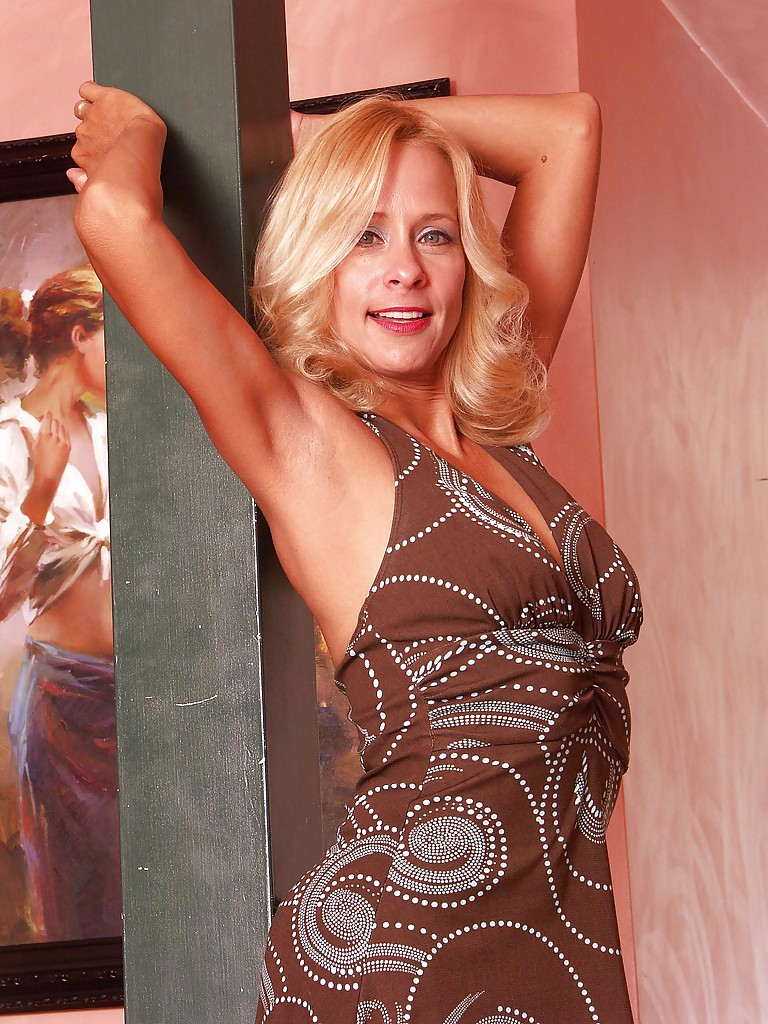 Smiley mature blonde with long slender legs gets rid of her fancy dress  1282125