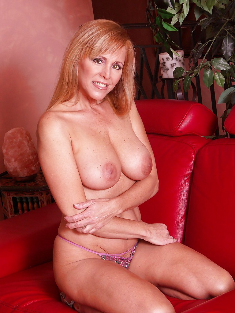 Porn posing Sexy blonde on couch pictures