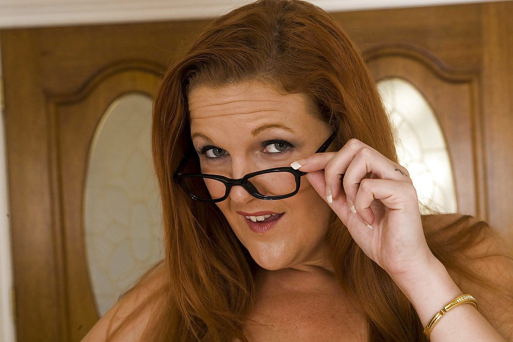 Foxy MILF in glasses Anny Lee uncovering her gorgeous curves  1015346