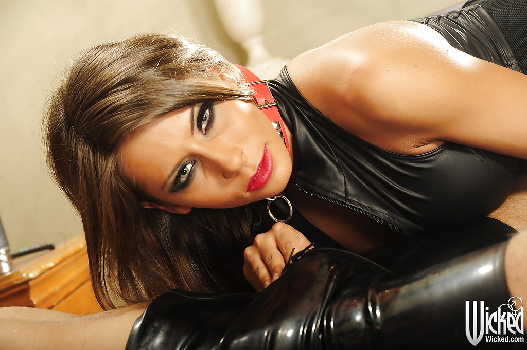 Tempting mature vixen gets shagged and jizzed over her big shapely tits № 505695 без смс