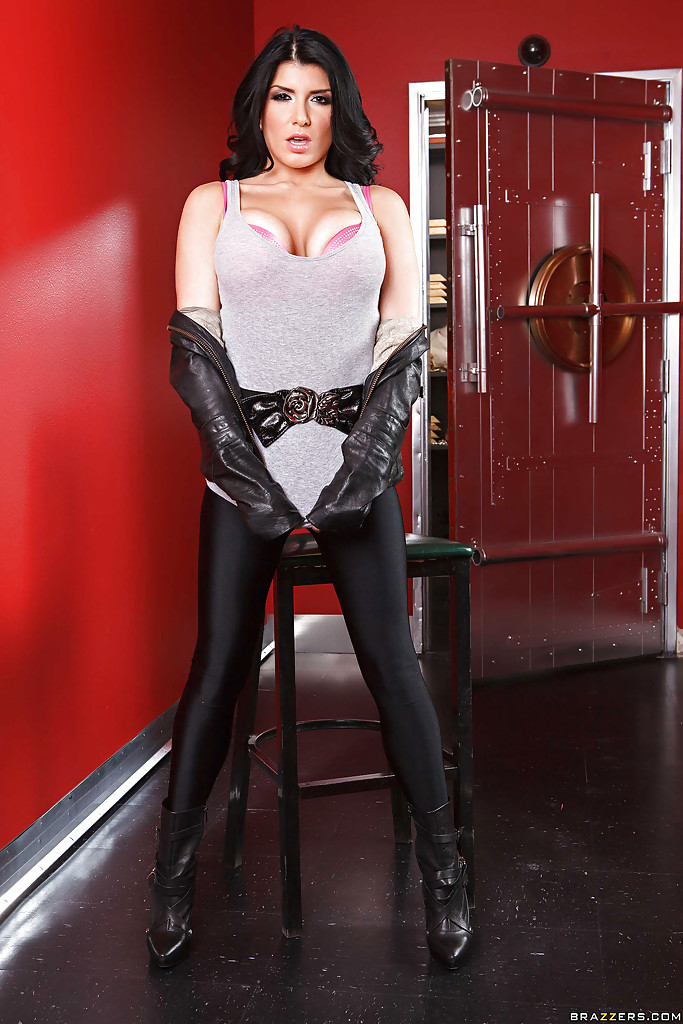 Dark haired female Romi Rain delivers CBT while giving a blowjob № 356667  скачать