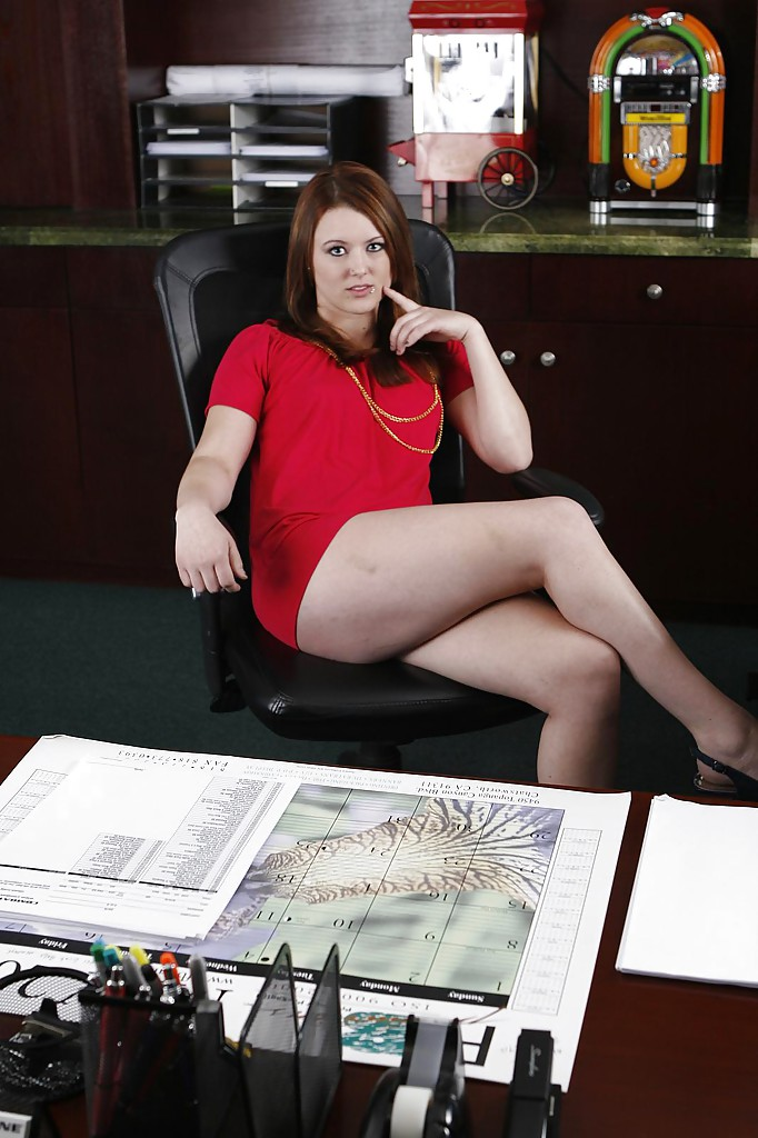 Dirty-minded office chick Cammie Fox uncovering her fuckable curves № 842148 бесплатно