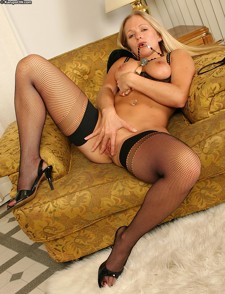 Fuckable MILF in stockings Dia Zerva playing with a glass ...