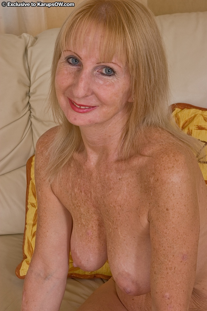 blonde saggy tits nude
