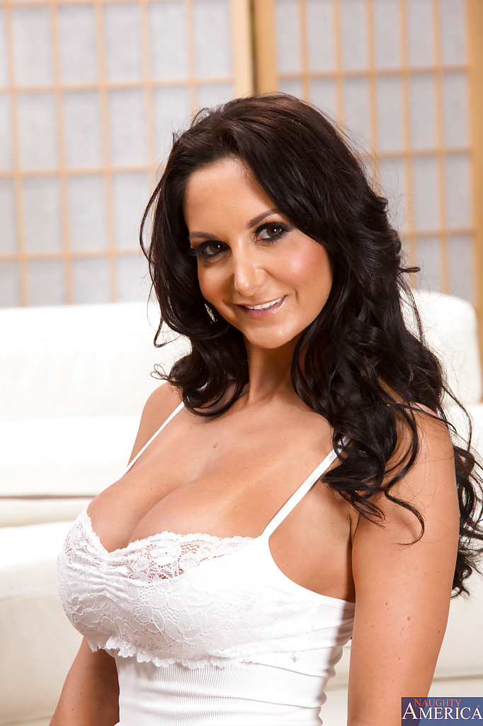 Brunette milf with big boobs Ava Addams gets two cocks in the shower № 1568352  скачать