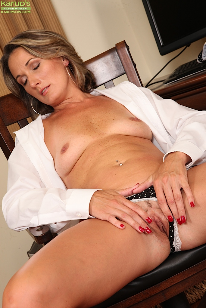 Older mom in law helps him cum - 1 part 8