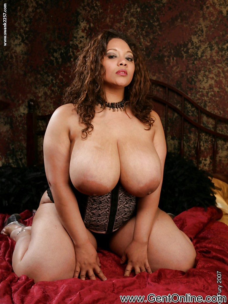image Masturbating her hairy ebony pussy on webcam