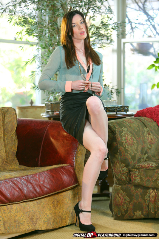 Smiley redhead sweetie Megan Loxx slowly uncovering her graceful curves № 709176 загрузить