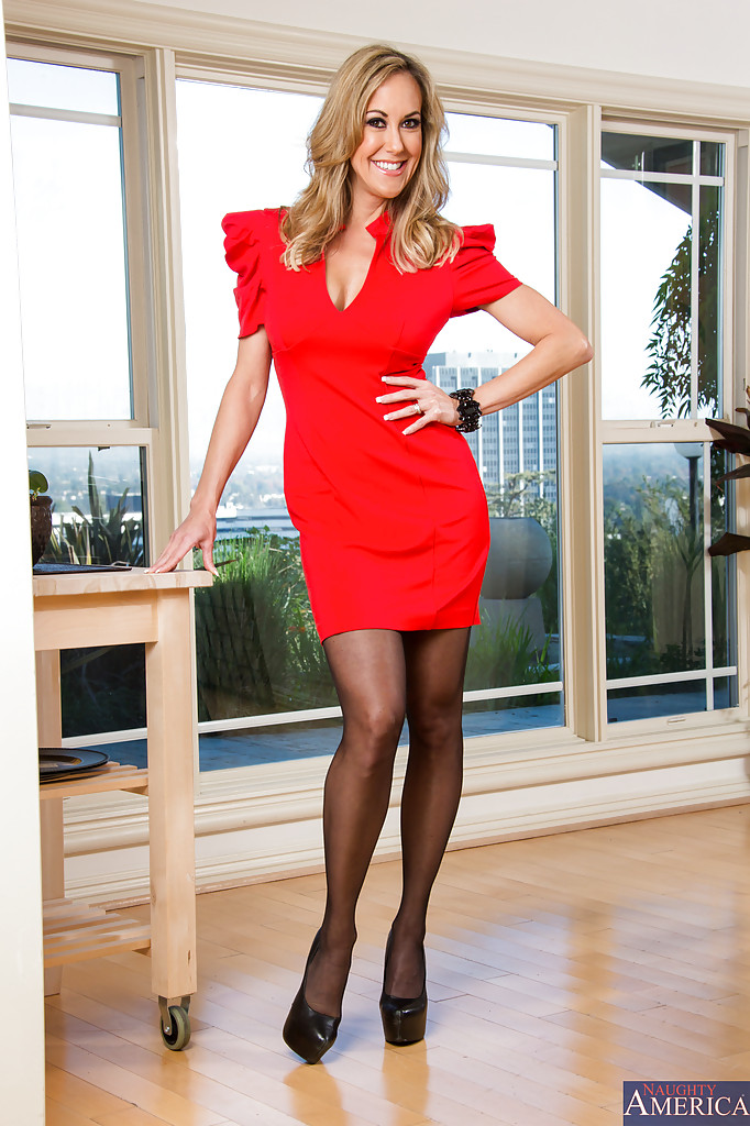 Sassy blonde mature vixen in stockings undressing and spreading her lower lips № 481645 без смс