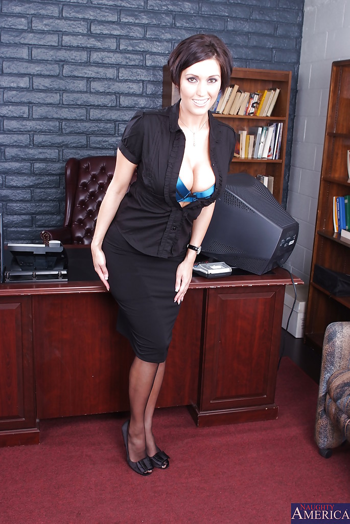 Stunning office babe in stockings Dylan Riley demonstrating her assets № 531002  скачать