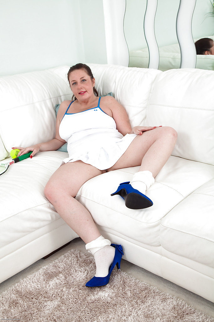 Mature and hairy fatty Jessica Jay is spreading her yummy bushes  1514068