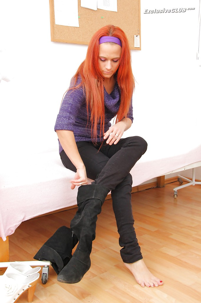 Redhead polecat Terry Sullivan shows what hides inside her pussy № 14627 без смс