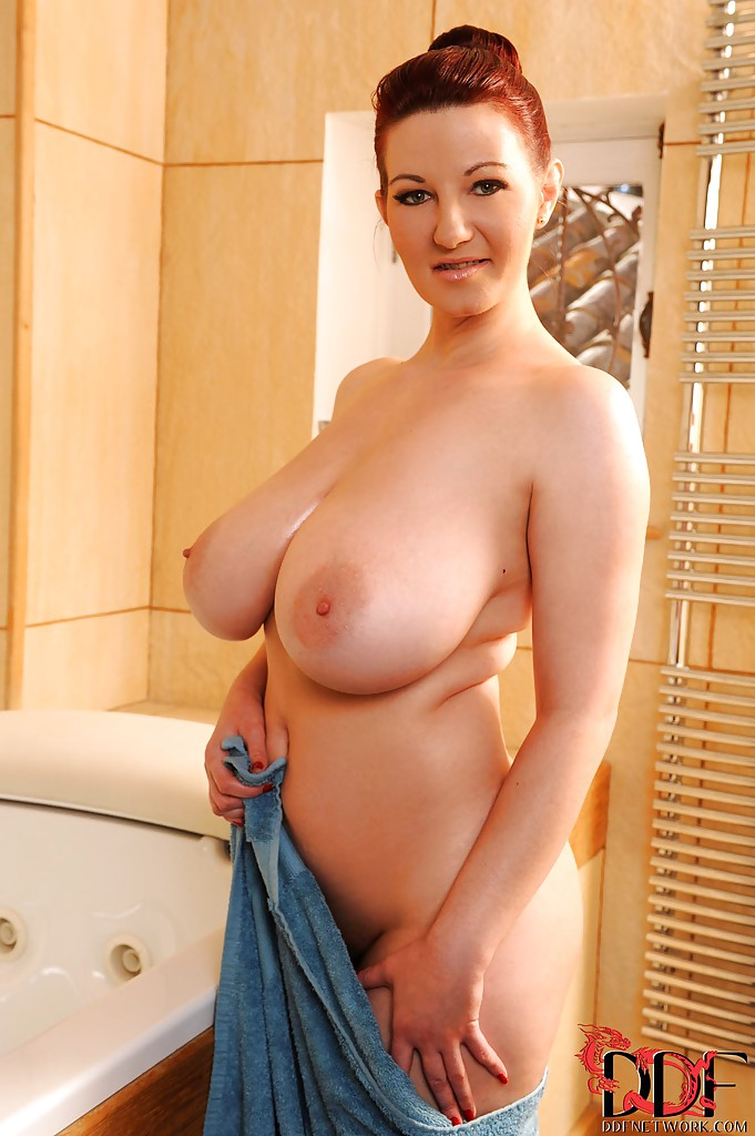 Big titts cougar woman. want