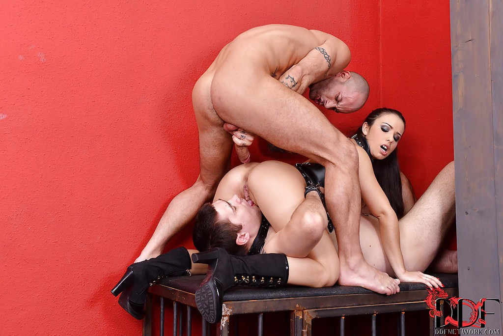 mira cuckold founds the new bdsm game with nasty femdom