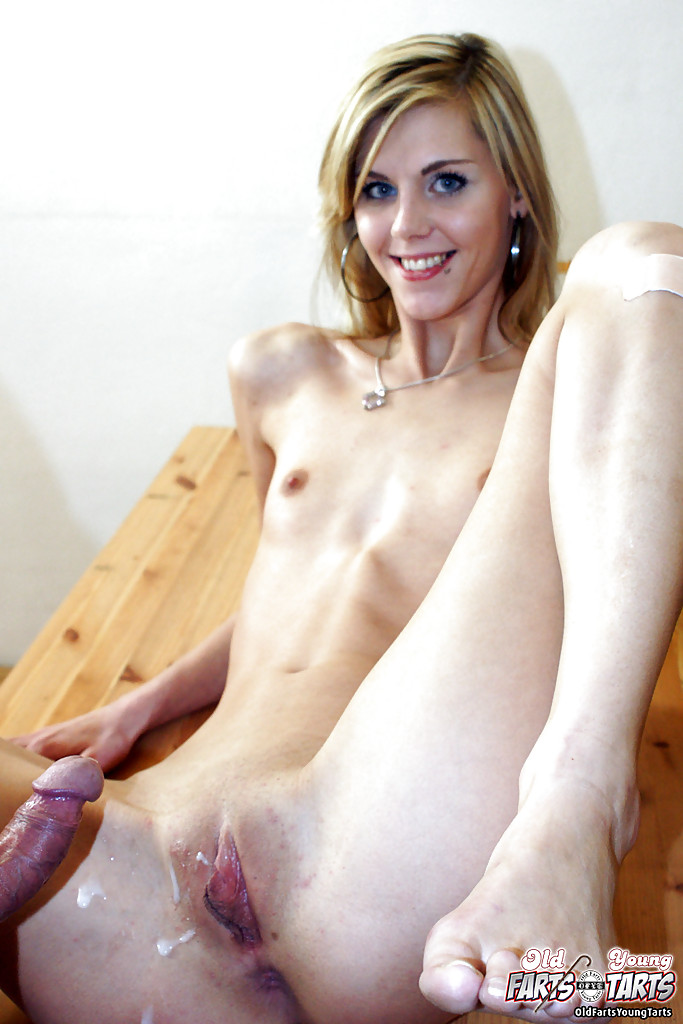 Blonde Lesbian Eating Pussy