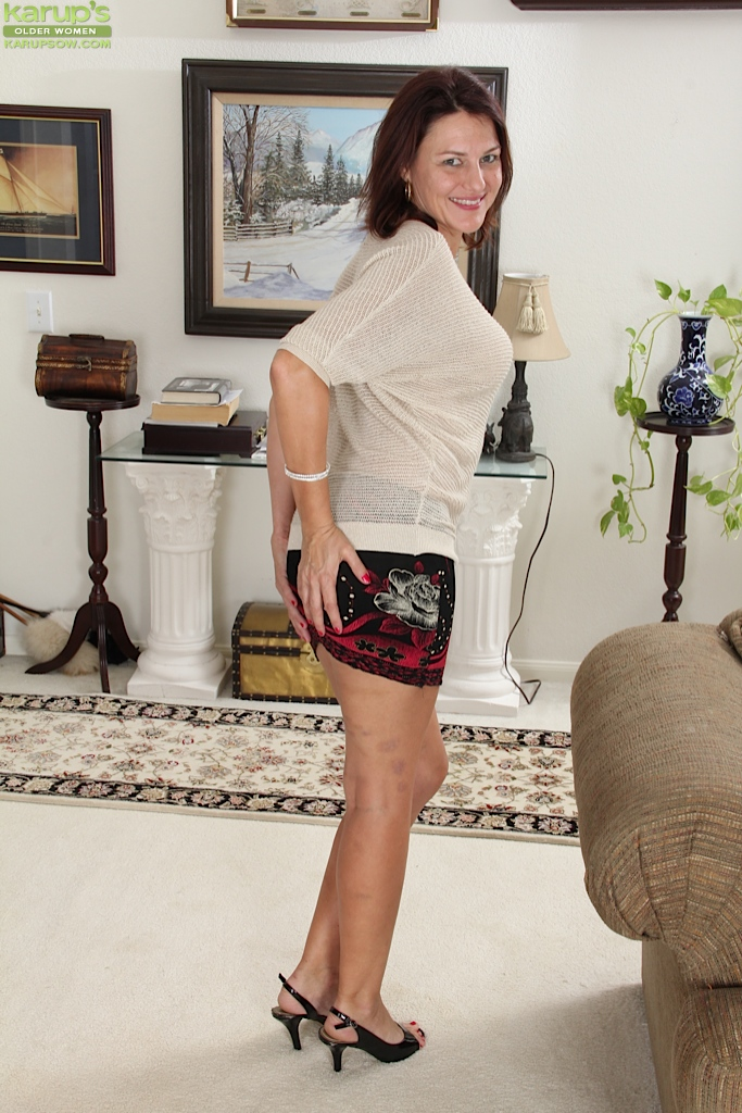 Fascinating milf beauty Ava Austin is spreading her sweet legs № 1012510 бесплатно