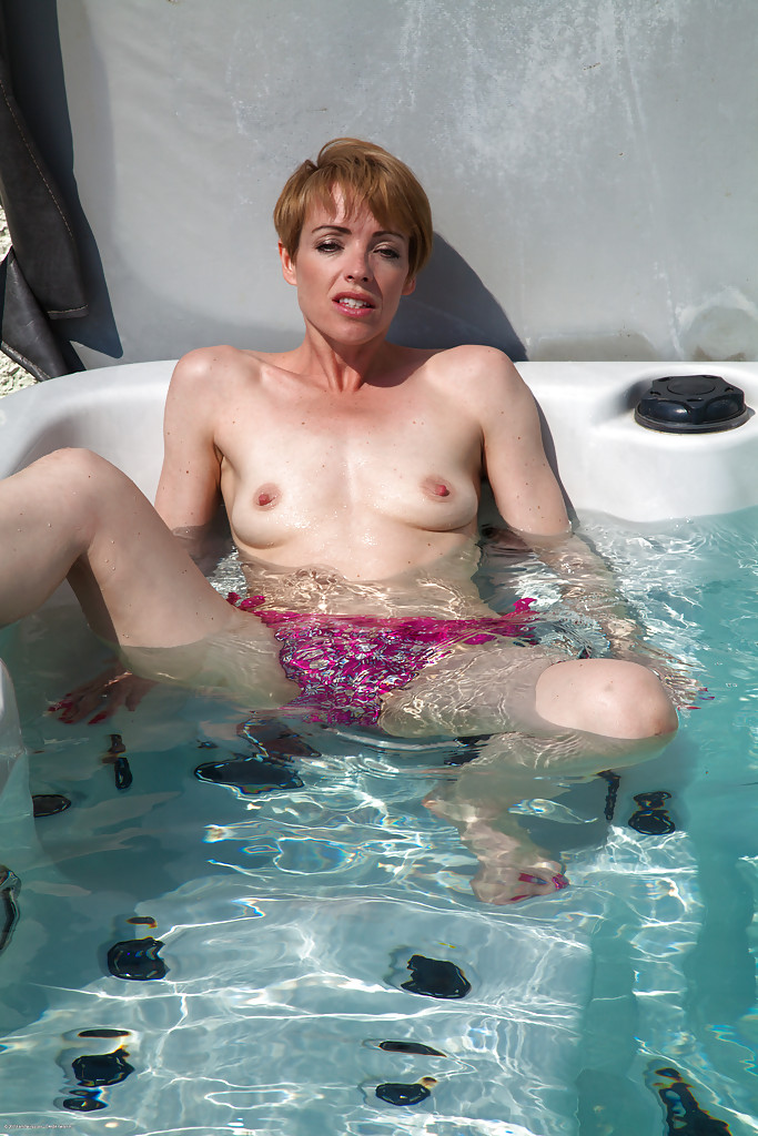 Scandal! Mature hairy pussy by the pool for