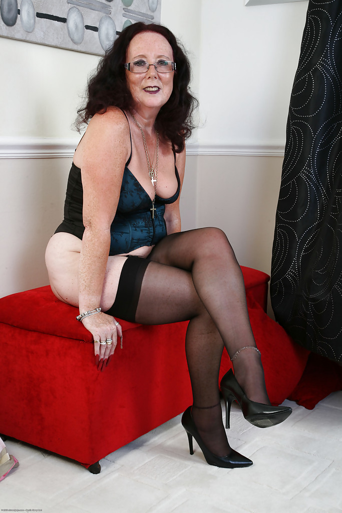 Tremendous mature lady Zadi is posing in hot stockings and ...