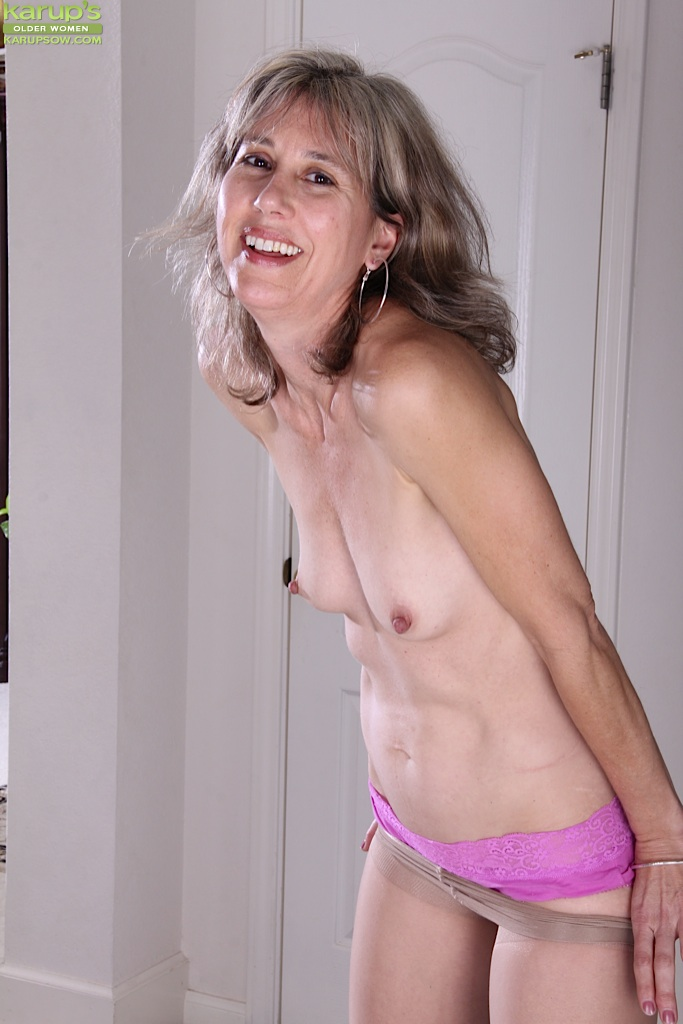 Wife puts nightgown in pussy