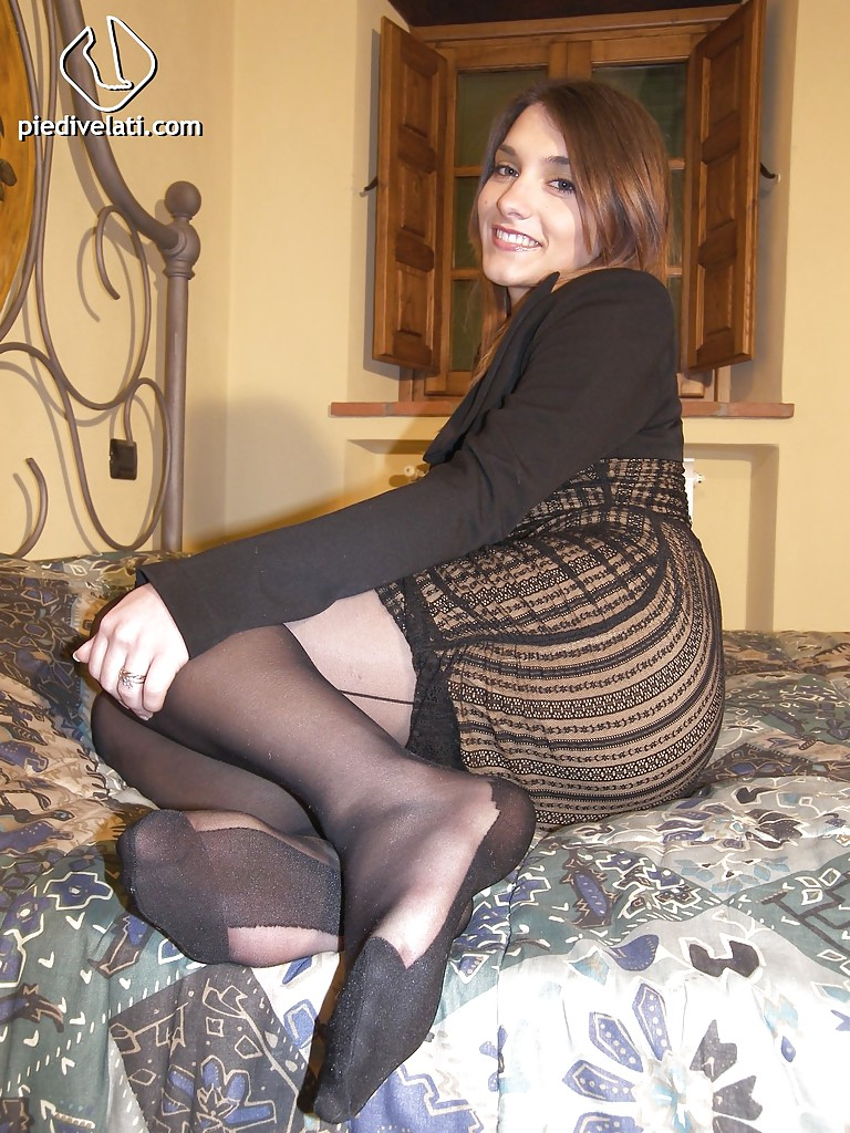 Dark haired mature bitch Rose Valentina is showing her ugly face № 347936  скачать