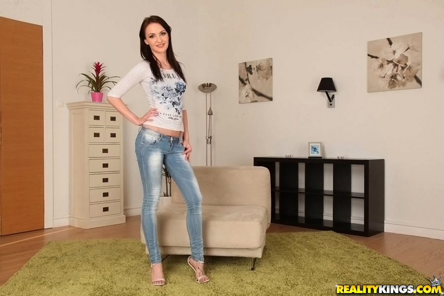 Hot Alice Bell takes off her tight jeans to demonstrate her sexy body № 39120 загрузить