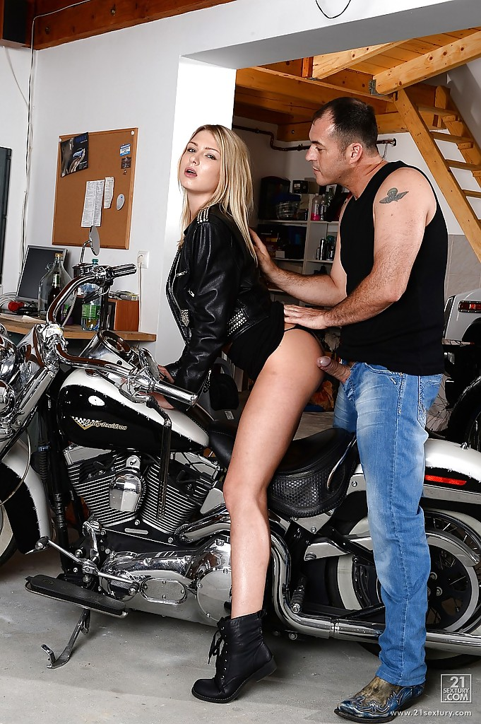 motorcycle blowjob Sexy biker chick blowjob FREE XXX Pics on Mobile, Desktop PC and any device.