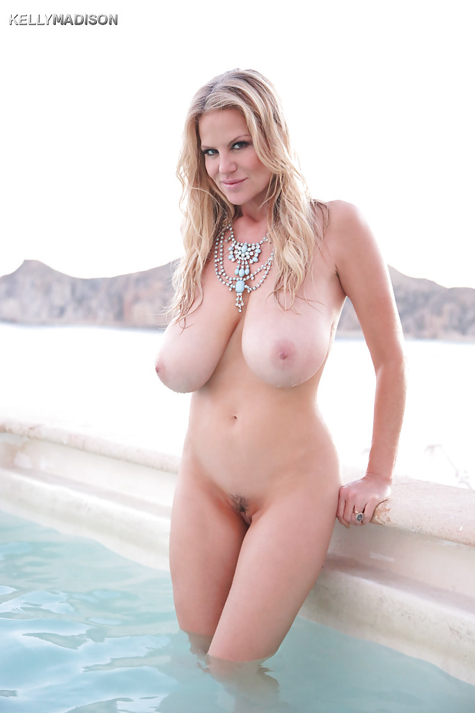 Mature Bikini Model Kelly Madison Is Demonstrating Her Ass Outdoor Pornpics Com