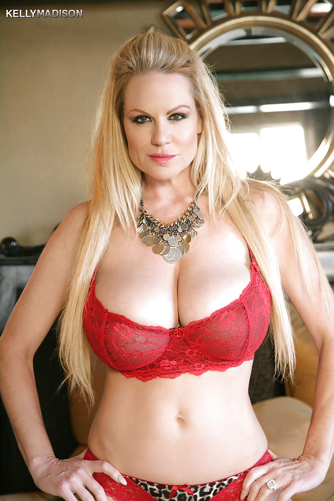 Kelly Madison is showing her natural big tits in a sexy underwear  1288899