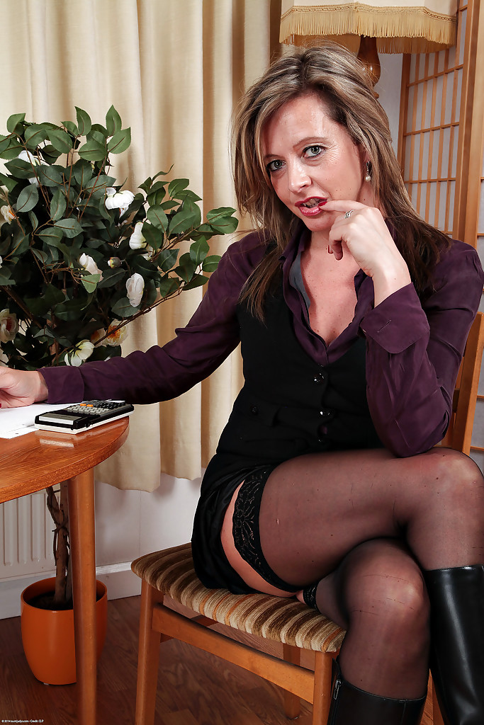 Sophia Delane craves for a nude show by posing her mature body in spicy modes № 140715 бесплатно