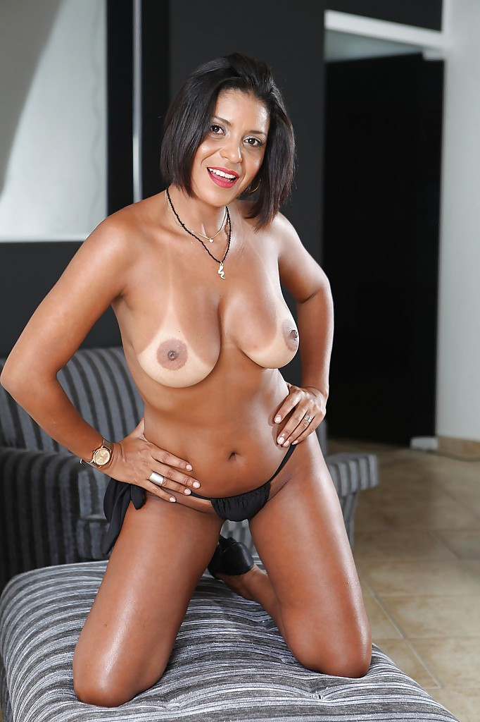 Hot sexy ebony milfs