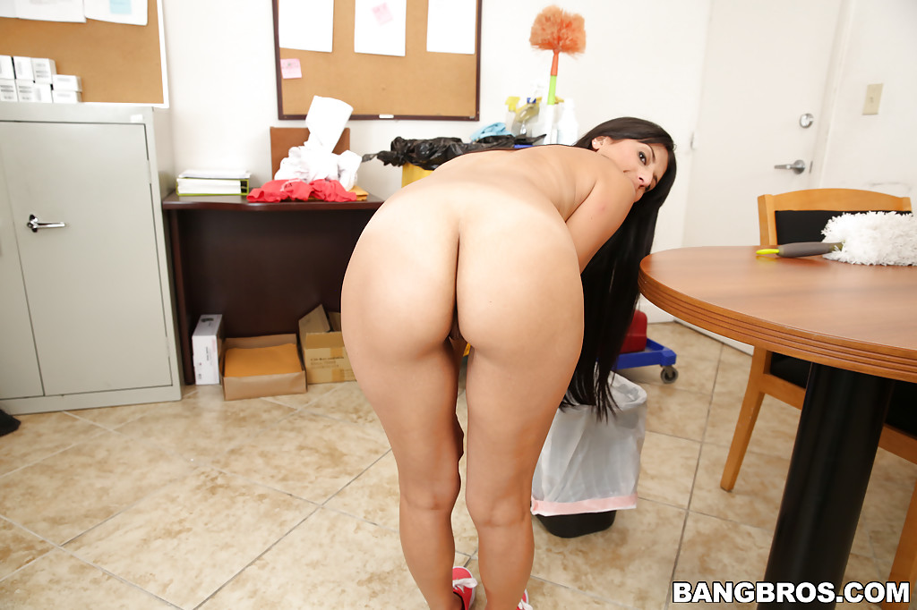 Nude latina maid