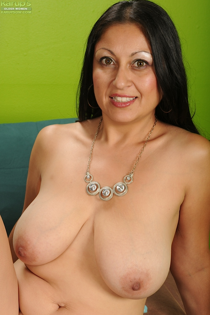 Amatuer milf big boobs