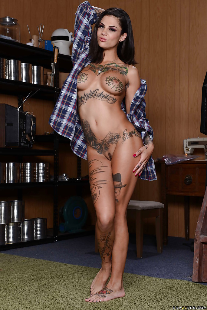 Naked milfs with tattoos