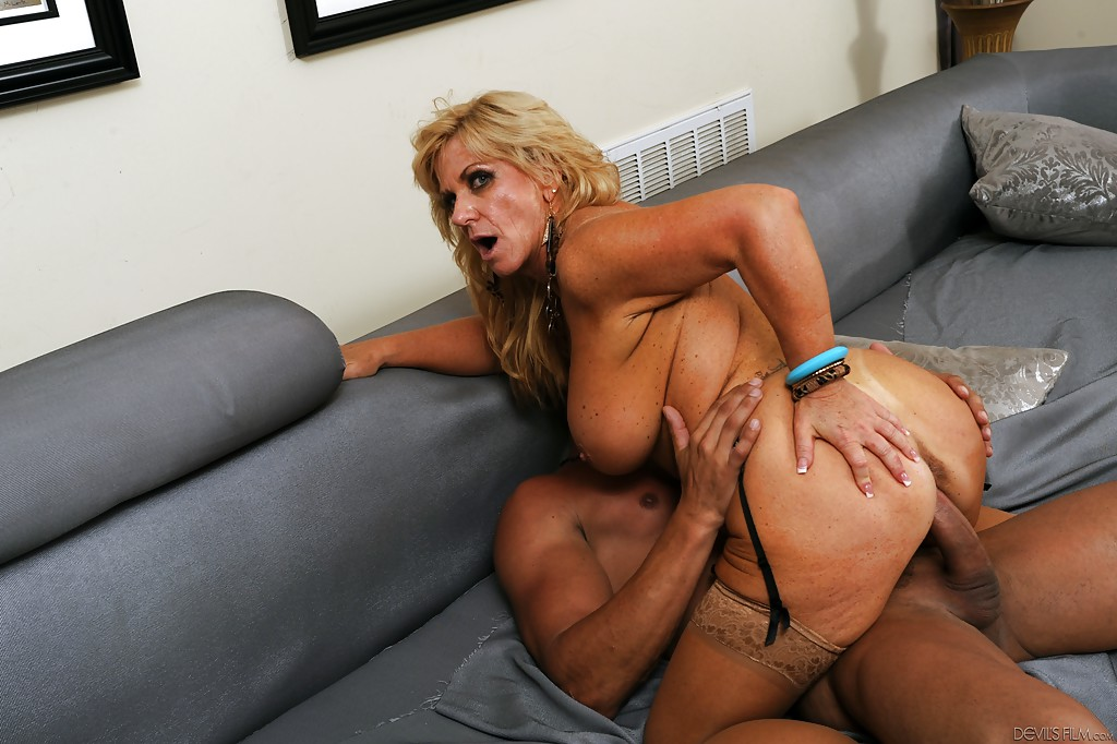 Milf with anal beads