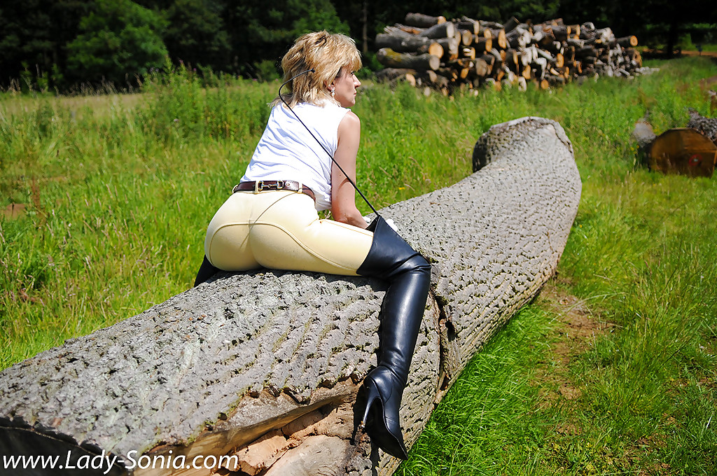Clothed mature Lady Sonia reveals her ass in a non nude ...