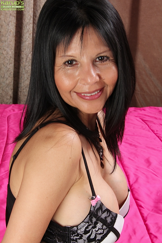 Mature chick with brunette hair Marcy Darling reveals her big tits  861425