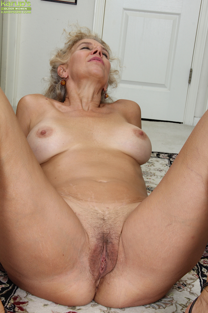 Amateur mature blonde hairy pussy