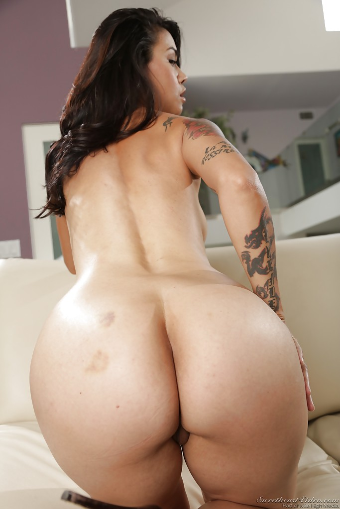 naturaly curvy nude woman