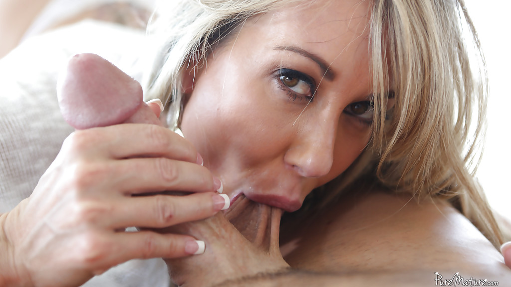 Frau kriegt Blonde sucks big dick wetness! You
