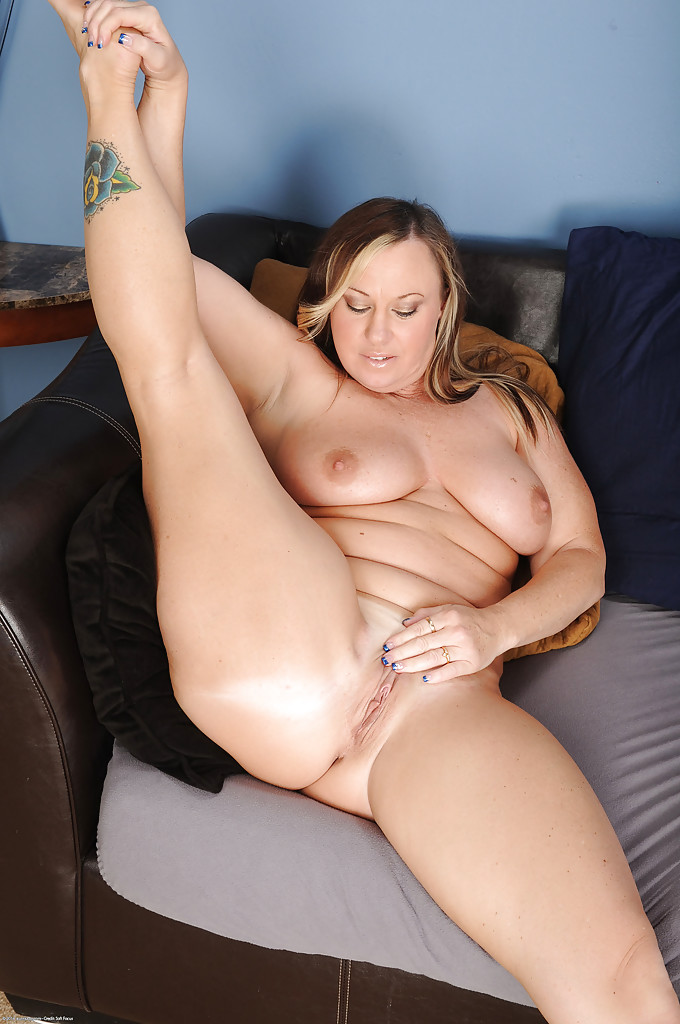 Mary jane loves to suck cock - 2 part 6