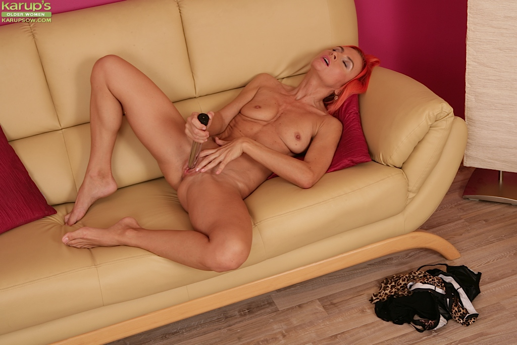 Mature woman with vibrator