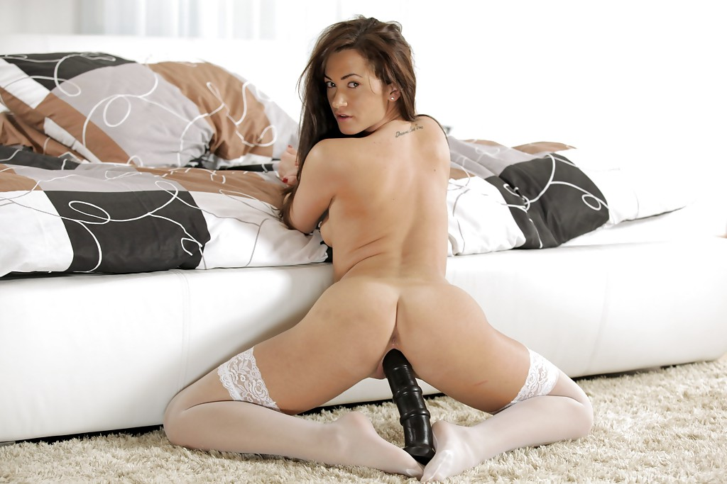 Pussy In Boots - FULL ON ZZERZ.COM