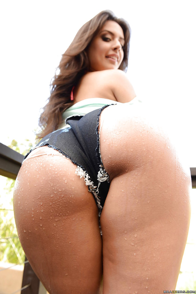 Latina model Jynx Maze showing off her big phat booty ...
