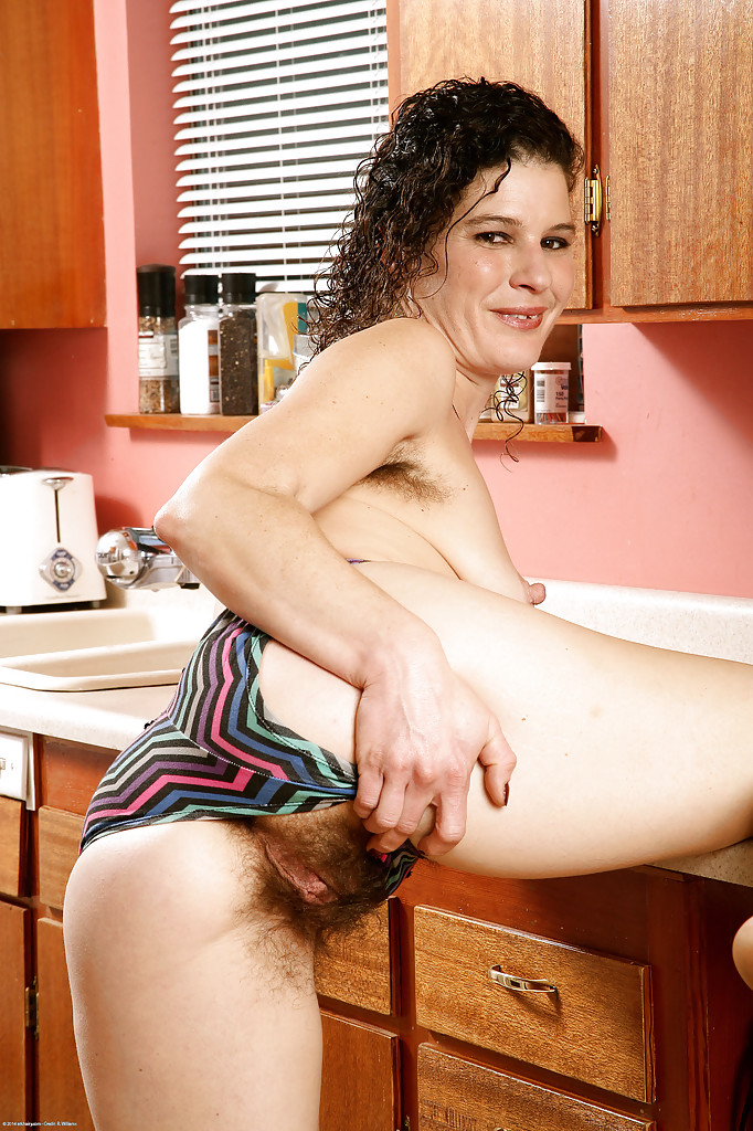 nude ladies kitchen amateur