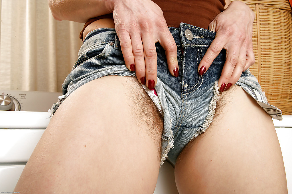 Here there's Sexsy short shorts with pussy that