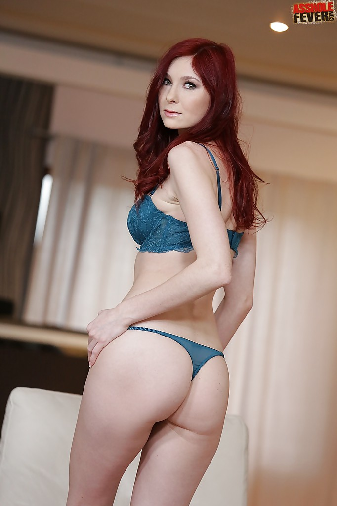 Redhead solo babe Kattie Gold goes barefoot while spreading pussy  1366872