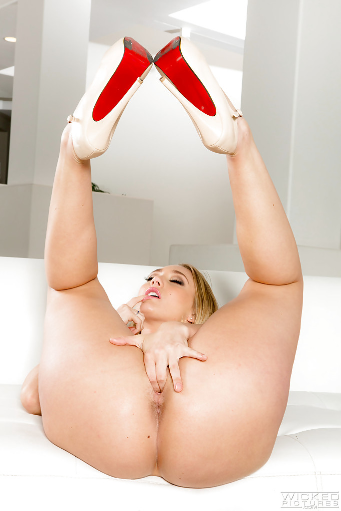 Big ass blonde pornstars