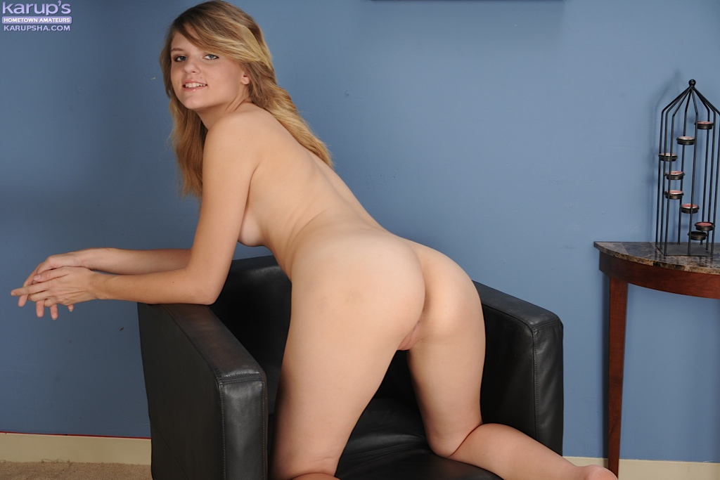 18 year old blonde girl scarlett fever stripping naked to bare small
