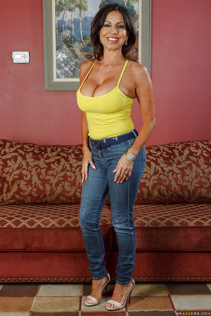 Brunette mom Jessie Jett posing fully clothed before stripping naked № 175755  скачать